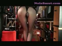 nylons-sexy-legs-mistress-vivian