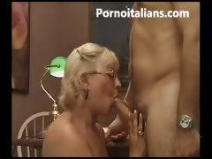 matura italiana succhia cazzo giovane ragazzo – granny