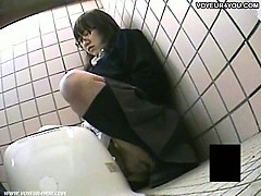 asian-nasty-girl-toilet-masturbation