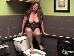 busty-mature-jane-masturbate-her-hairy-twat