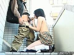 schoolgirl-seire-mochizuki-gets-kinky-on-the-street