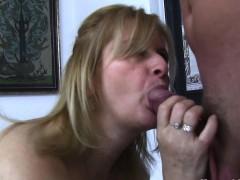 Порно жена изменяет мужу с начальником