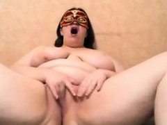 amateur-bbw-with-a-mask-masturbates