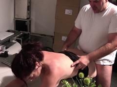 chef-fickt-seine-sekreterin-in-lingerie-auf-arbeit