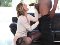 Порно онлайн жена заставляет мужа сосать у любовника