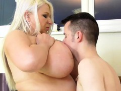 young-window-washer-fucks-hard-fat-mature