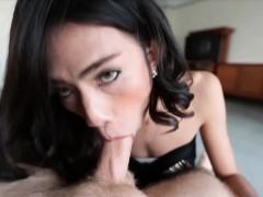 Sexy Kathoey Babe Sucks White Rod