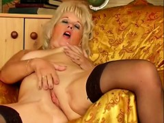 Lustful And Lonely Mature Lady Gives Her Wet Peach Her Full Attention