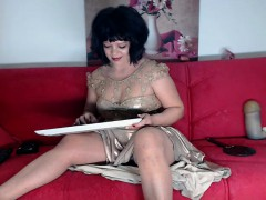 curvaceous-brunette-cougar-spreads-her-legs-on-the-couch-du