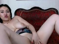 fatty-big-tits-brunette-camgirl-masturbates-on-webcam