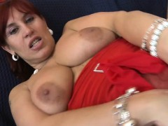 sexy-euro-cougar-hungry-for-a-good-sandee