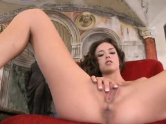 flawless-beauty-is-popping-out-her-gaped-spread-vulva-in-clo