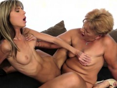 Hairy Mature Scissoring Pussies With Teen