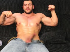 ripped-muscle-man-jerking-off-in-jeans