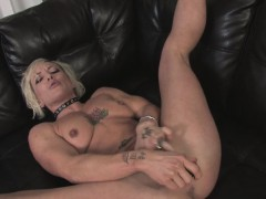 blonde-milf-enjoys-rubbing-her-drenched-pussy