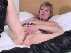 sweet-dutch-mature-granny-playing-roseanna-from-dates25com