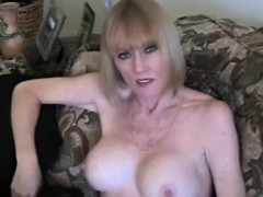mother-plays-a-sex-game-barbra-from-dates25com