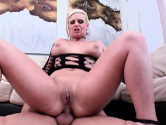 blonde-phoenix-marie-shows-her-gaping-hole