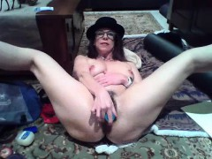mature-stud-seducing-chick-with-toys