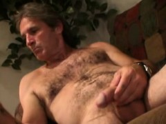 mature-amateur-larry-beats-off