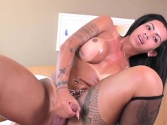Sexy Latin Tgirl Isabelly Ferreira Gets It Hard