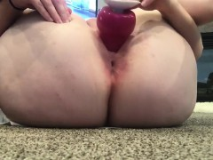 Amateur Girl Sticks A Toy Up Inside Of Her Loose Ass