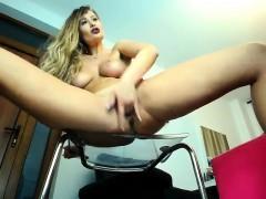 amateur-sexydea-flashing-boobs-on-live-webcam