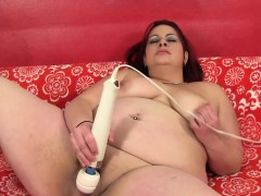 ginger-bbw-babe-toys-her-pussy-with-vibrator