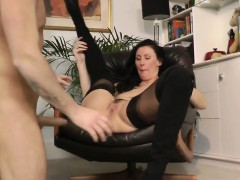 english-milf-closeup-spunked-in-mouth
