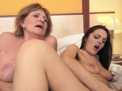 Les Granny With Bigtits Gets Pussylicked