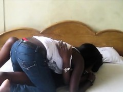 horny-african-sistas-get-a-room-to-taste-each-others