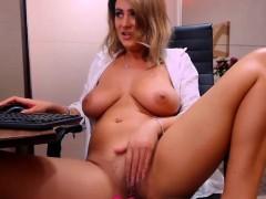 Beaytiful Amateur Milf With Big Boobs Posing On Webcam
