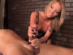 masseuse-decides-to-give-him-a-painful-massage