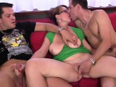 cocksucking-old-woman-takes-it-in-the-ass