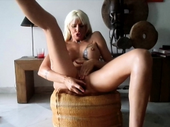 long-pounded-twat-of-hot-chica-love-box-looks-small-full-of