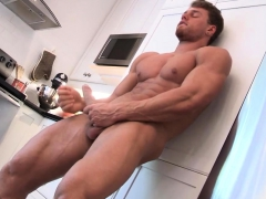 muscular-stud-wanking-his-big-hard-cock