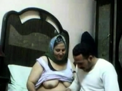 hungry-arab-woman-amateur