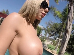 olivia-austin-has-some-summer-fun-in-the-pool