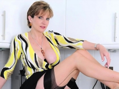 Cheating British Milf Lady Sonia Reveals Her Huge Titties38a
