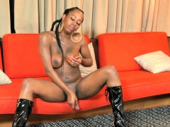 Wanking Black Tranny Spreads Her Legs