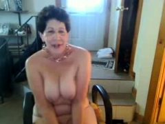 old butt woman enjoys singing on cam – negrofloripa
