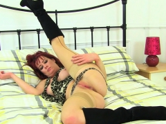 english-milf-tanya-cox-stuffs-her-knickers-up-her-fanny