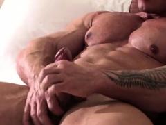 muscle-bodybuilder-rimjob-and-cumshot