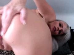 amateur-piercing-milf-camgirl-showing-big-ass-on-webcam
