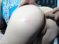 european-amateur-woman-shows-her-ass