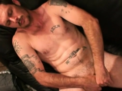 mature-amateur-kevin-beating-off