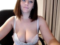 gigi-webcam-chubby-boobs-brunette
