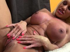 female-muscle-pornstar-ashlee-chambers-huge-clit