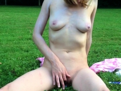 amateur-travesty-outdoor-solo