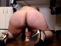 webcam-big-ass-lady-cums-on-cam